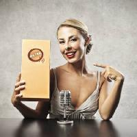 Pixwords The image with woman, microphone, ultra, blonde, smile Bowie15 - Dreamstime