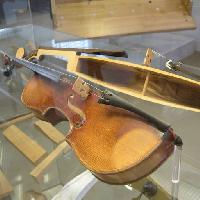 Pixwords The image with section, half, violin, instrument Markb120