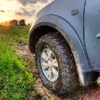 Pixwords The image with tire, car, mud, auto, grass, off road, sun, dirt Snezhok
